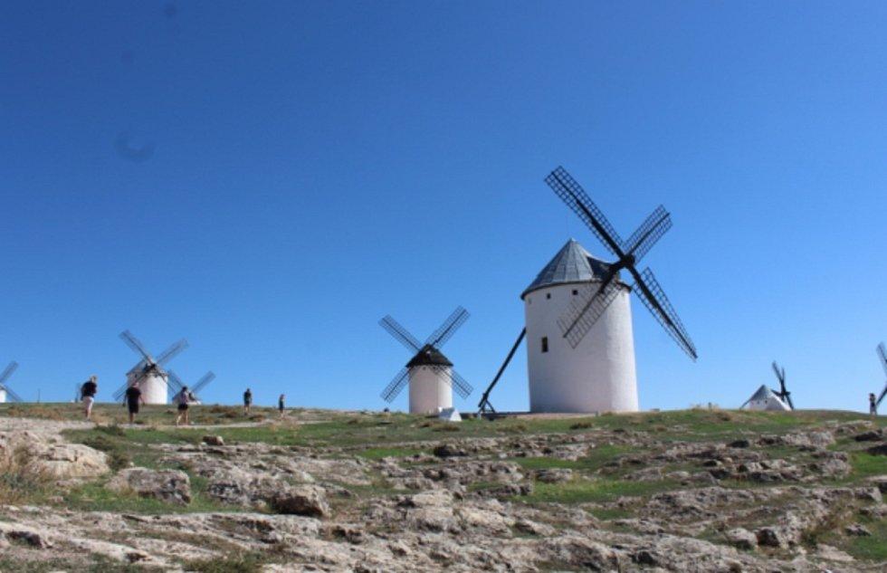 Větrné mlýny vkraji La Mancha