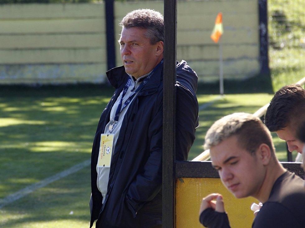 Trenér Nových Sadů B Miroslav Lojka.