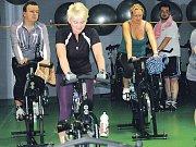 Cvičení s váhou vlastního těla v Hellp Fitness Clubu