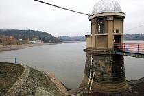 Polovypuštěná plumlovská přehrada
