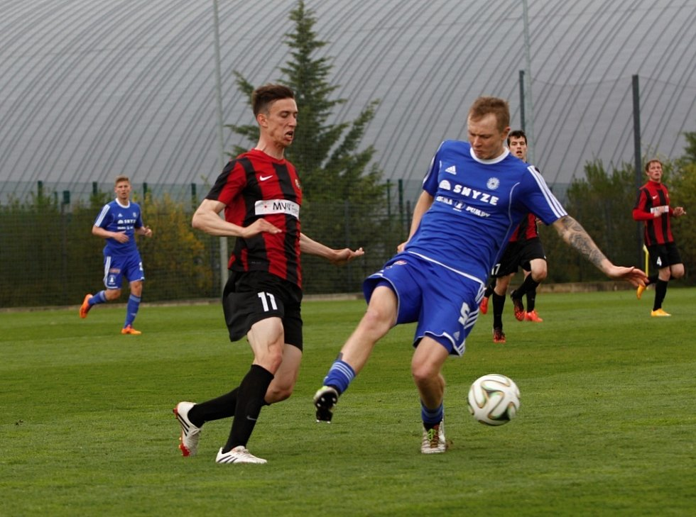Fotbalisté Sigmy B (v modrém) proti Opavě B