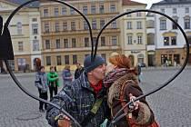 Valentýnské kovové srdce na Horním náměstí v Olomouci