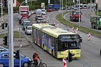 Oprava na křižovatce u hodolanského divadla zkomplikovala dopravu v Olomouci