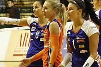 Volejbalistky Olomouce (v modrém) porazily Prostějov 3:2.