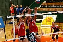 Olomoucké volejbalistky (v červeném) proti Šternberku