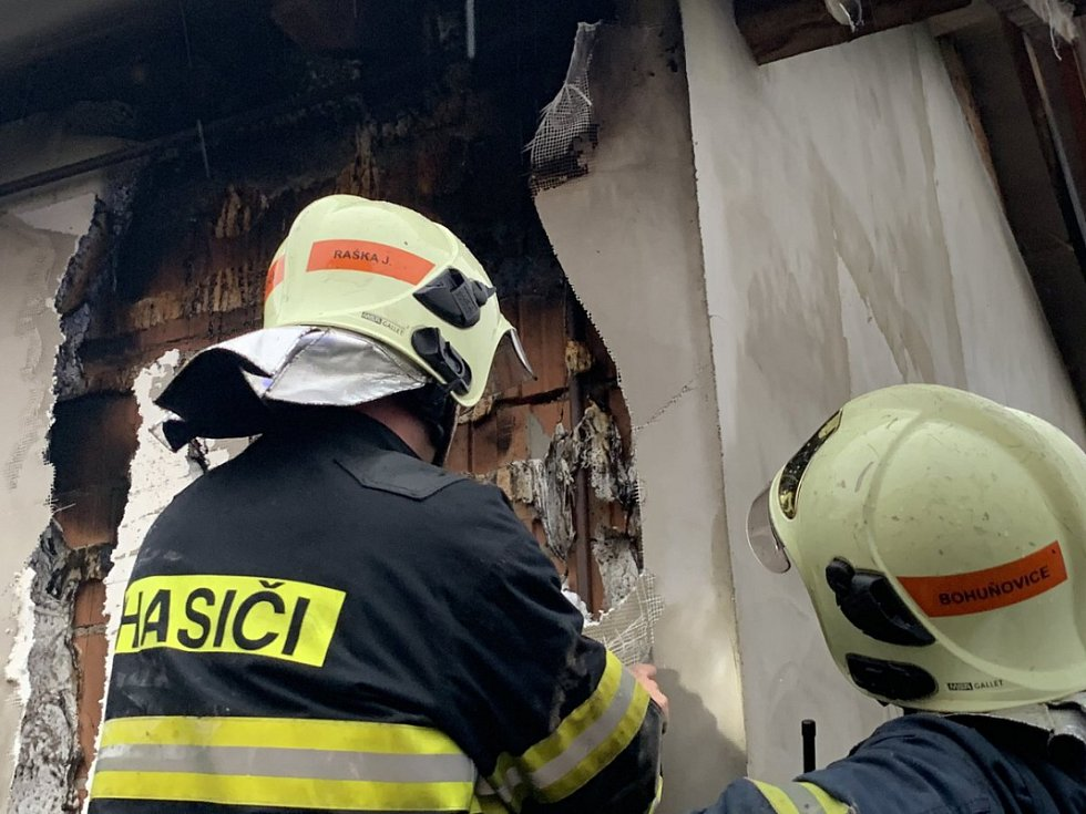 Blesk zapálil fasádu rodinného domu v Bohuňovicích, 1.7.2019