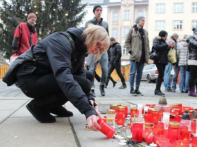 Olomoučtí občané se naposledy rozloučili s Václavem Havlem na Horním náměstí.