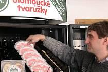 Doplňování automatu na tvarůžky