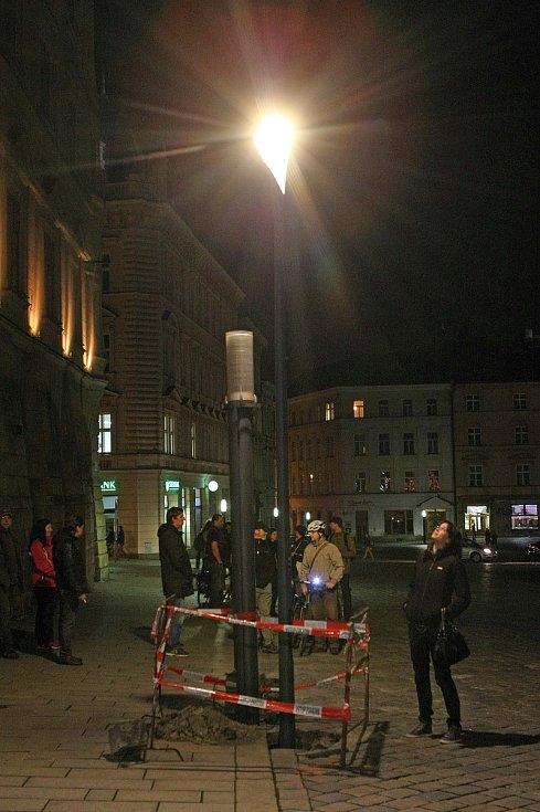 Měření intenzity světla lampy Philips UrbanStar na Horním náměstí v Olomouci v roce 2014.
