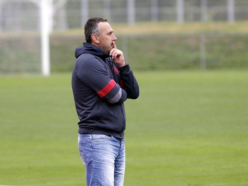 Fotbalisté Uničova remizovali s Rýmařovem (v bílém) 1:1. Zbyněk Zbořil, trenér Uničova