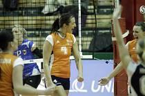 Olomoucké volejbalistky (v oranžovém) porazily Přerov 3:1.
