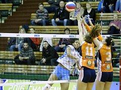 Olomoucké volejbalistky (v oranžové) v semifinále poháru proti Prostějovu