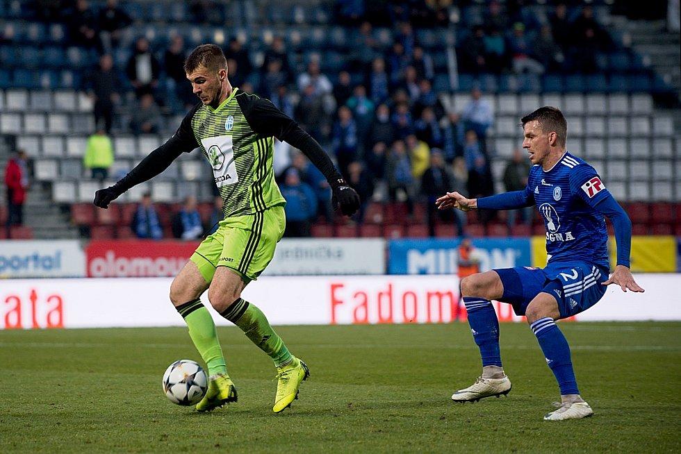 Fotbalisté Sigmy Olomouc (v modrém) podlehli Mladé Boleslavi 0:4