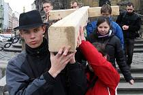 Křížová cesta mladých v centru Olomouce