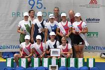 Pavlína Žižková (třetí zleva dole) a Jana Vyhnánková (druhá zleva nahoře) byly členkami nejlepší posádky.