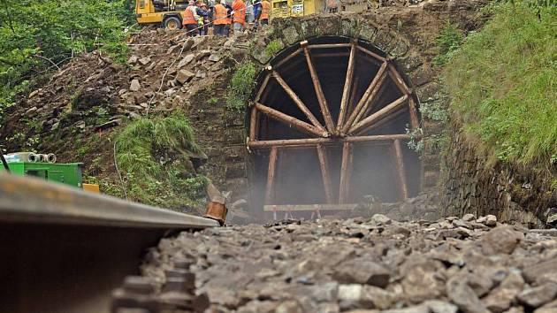Oprava tunelů na trati meti Hrubou Vodou a Domašovem nad Bystřicí