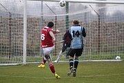Fotbalisté Slavonína (v červeném) porazili Plumlov 2:0.