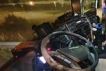 Neznámý muž vystříkal kabinu kamionu práškovým hasicím přístrojem a zmizel.