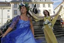 Divadelní představení na Caesarově kašně láká na výstavu Flora Olomouc