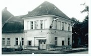 Kino v Moravském Berouně promítá již 100 let. Na snímku historická budova kina.