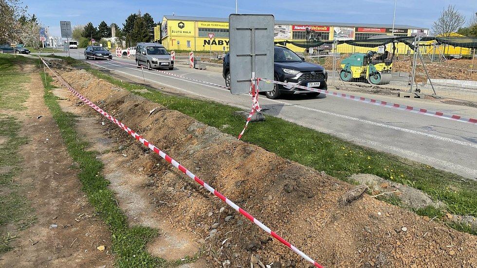 Dopravní omezení, Okružní, Hněvotínská, 4. května 2021