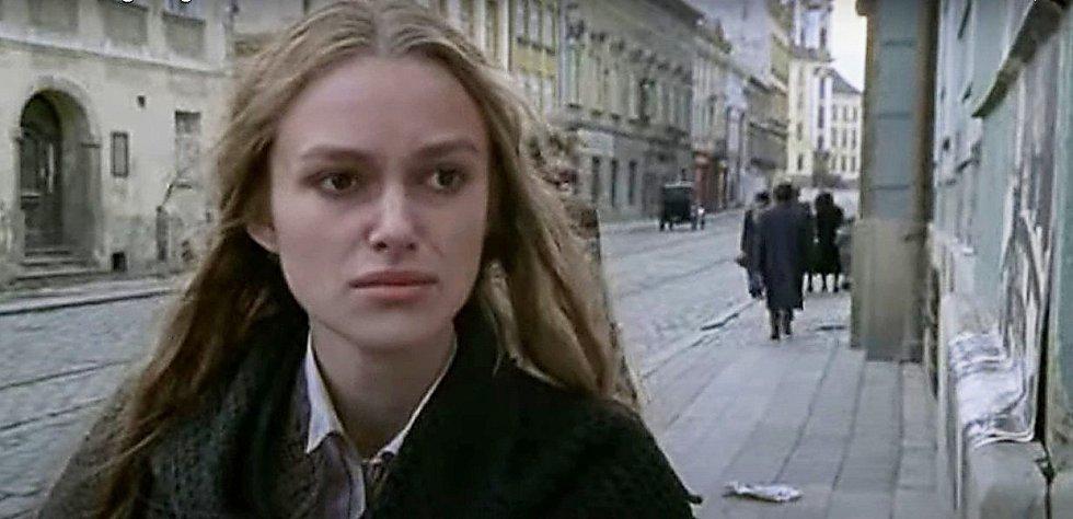 Screen z filmu Doktor Živago. Třída 1. máje, Olomouc.
