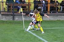 Nové Sady (ve žlutém) prohrály v olomouckém divizním derby s 1. HFK Olomouc doma 3:4.
