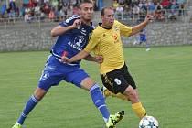 Tomáš Chorý (vlevo) v souboji. Pohárový zápas Rosic se Sigmou Olomouc.