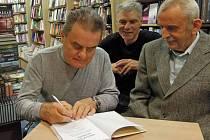 Křest a autogramiáda knihy Vladimíra Gračky  (vpravo), Karla Zámečníčka,  Pavla Zlínského a Břetislava Nakládala – Objevovaná Olomouc.