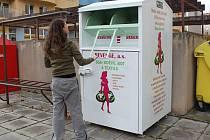Kontejner na textil na Fischerově ulici v Olomouci