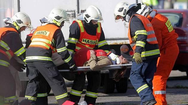 Cvičení záchranářů Dálnice 2011 na prostějovském letišti