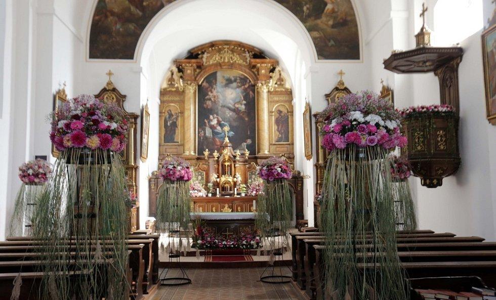 Podzimní Flora 2015 - ROZKVETLÉ PAMÁTKY  Kostel Zvěstování Páně (Kapucínský)  Tým floristů Výstaviště Flora Olomouc, a.s.