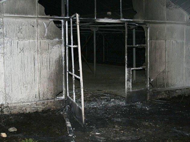 Požár skleníku v Dolní Loučce