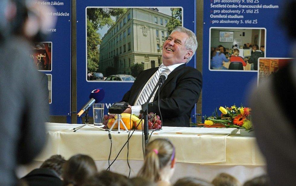 Prezident Zeman na besedě se studenty Slovanského gymnázia v Olomouci