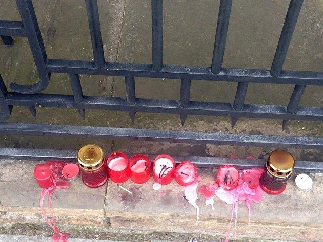 Uctění památky obětí teroristických útoků v Bruselu na Horním náměstí v Olomouci