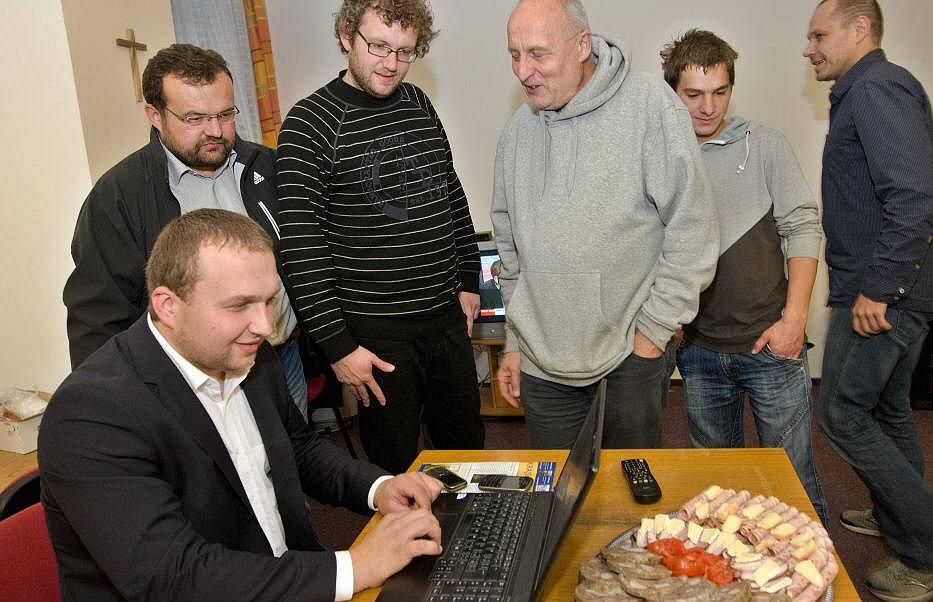 Volební štáb Koalice pro Olomoucký kraj: lídr Marián Jurečka vlevo