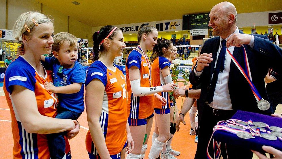 Jana Napolitano Šenková (vlevo)