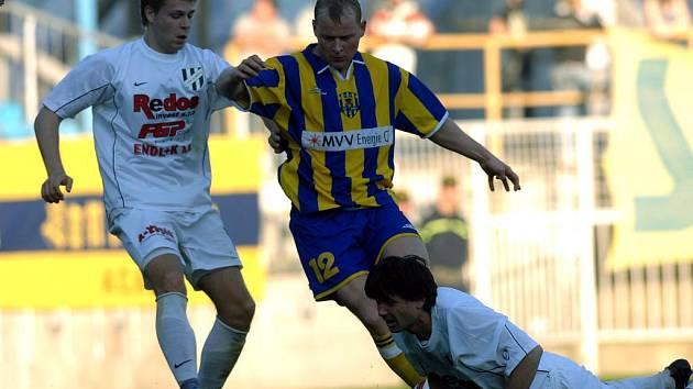 Bez stopera Ondřeje Kalvody (vlevo) dohrávali utkání v Hradci Králové fotbalistů 1. HFK Olomouc.