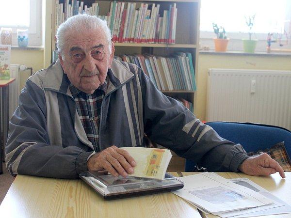 Devětaosmdesátiletý Vlastimil Úlehla zHulína je pamětníkem válečných událostí, pracoval také vobci jako kronikář
