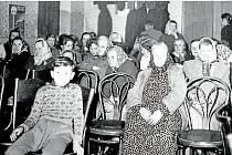 Když přijel do obce biograf, hostinec U Nakládalů se proměnil v kinosál.