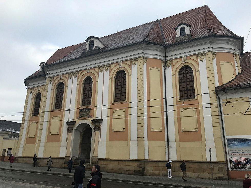 Bývalý klášter sester klarisek na náměstí Republiky, v němž dnes působí Vlastivědné muzeum v Olomouci