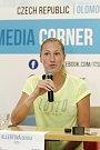 České tenistky zamířily před začátkem turnaje ITS Cup na tiskovou konferenci a autogramiádu. Denisa Allertová