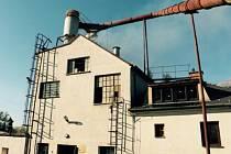 Hasiči zasahují u požáru mlýna v Bělkovicích