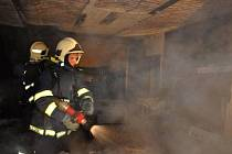 Hasiči zasahují u požáru v rodinném domě v Mladějovicích