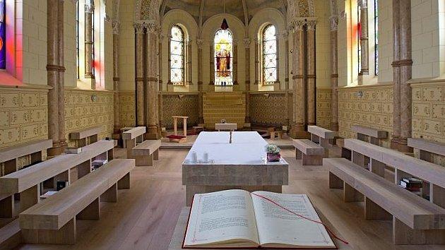 Úprava klášterní kaple sv. Františka z Assisi na Biskupském náměstí v Olomouci.