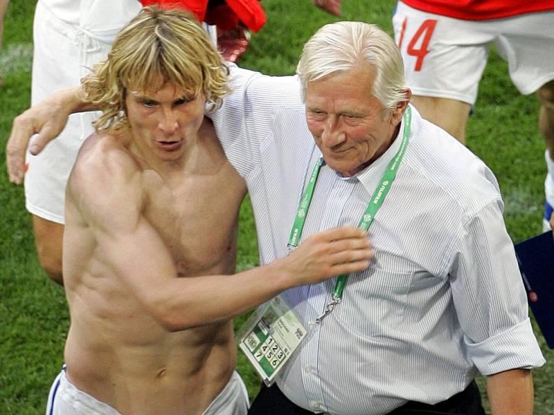 červen 2006. Pavel Nedvěd a Karel Brückner po vítězném zápase s USA (3:0) na MS v Německu