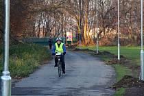 Stavba osvětlení kolem cyklostezky u Mlýnského potoka v olomoucké části Hejčín