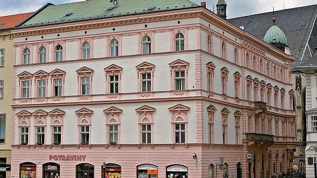 Dům s adresou Opletalova 1 v pohledu z Horního náměstí