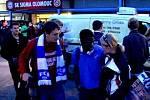 Fanoušci Baníku před olomouckým stadionem