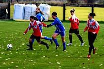 Fotbalistky Nových Sadů (v červeném)